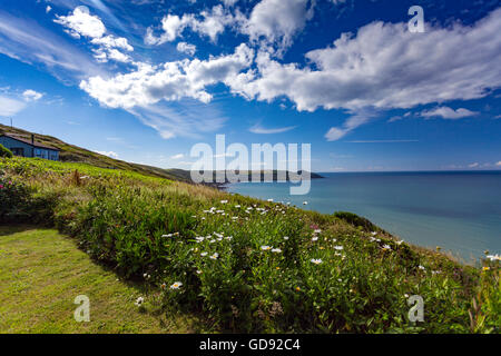Whitsand Bay, Cornwall, UK. 14th July 2016. UK Weather – Warm sunny day over Whitsand Bay with Cirrus Clouds visible - Stock Photo
