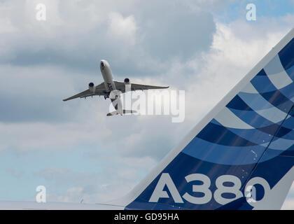 Farnborough, Hampshire UK. 14th July 2016. Day 4 of the Farnborough International Trade Airshow. Airbus flying demo, - Stock Photo