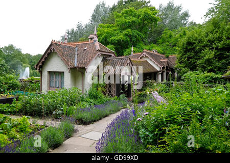 Duck Island Cottage serves as the offices of the London Historic Parks and Gardens Trust in St James's Park a London - Stock Photo