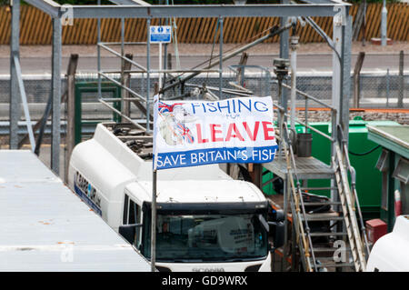A Fishing for Leave flag displayed in Oban harbour, Scotland. Supporting exit from EU over Common Fisheries Policy. - Stock Photo