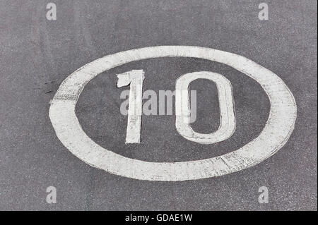 10 mph sign on roadway - Stock Photo