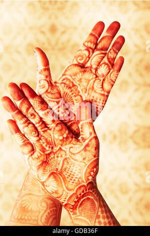 1 indian Adult Woman Bride Hand Design Mehendi showing - Stock Photo