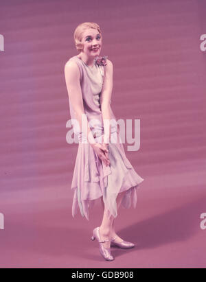 """Julie Andrews, in a publicity photo for her appearance in the Broadway play """"The Boy Friend"""" in 1954. - Stock Photo"""