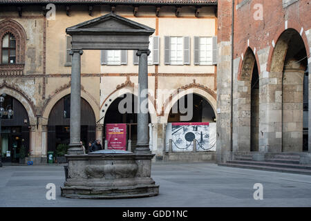 Italy, Lombardy, Milan, Piazza dei Mercanti - Stock Photo