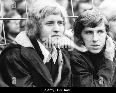 Fischer, Klaus, * 27.12.1949, German football player, striker for FC Schalke 04, half length, with Jürgen Sobieray - Stock Photo