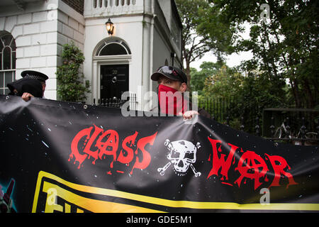 London, UK. 15th July, 2016. Class War march arrives at Boris Johnson's house in Islington on 15th July in London, - Stock Photo