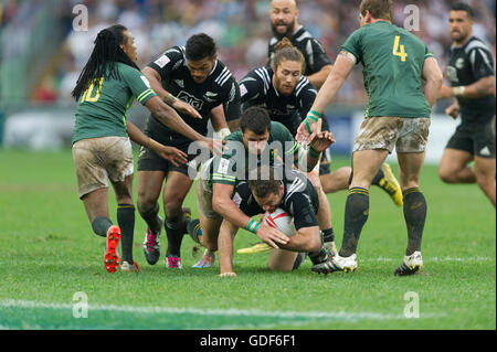 Hong Kong Sevens rugby, New Zealand Kurt Baker is tackled by South Africa Ruhan Nel. - Stock Photo