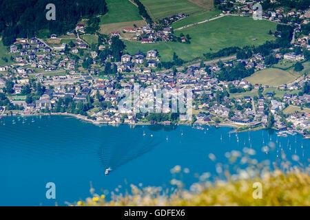 Sankt Gilgen: View from mount Schafberg to lake Wolfgangsee with Sankt Gilgen, Austria, Salzburg, Salzkammergut - Stock Photo
