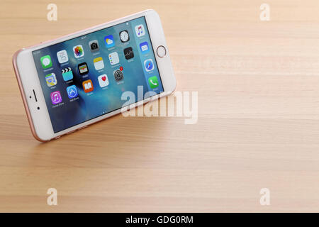 iphone 6s stock pink iphone 6s plus stock photo royalty free image 3473