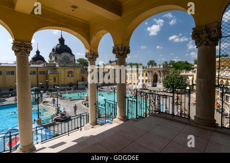 Bathers enjoying the waters at the Szechenyi Spa and Swimming pool in City Park, Budapest,Hungary.  The Spa is  - Stock Photo