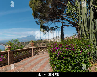 City park Giardini della Villa Comunale,view at mountain Etna - Stock Photo