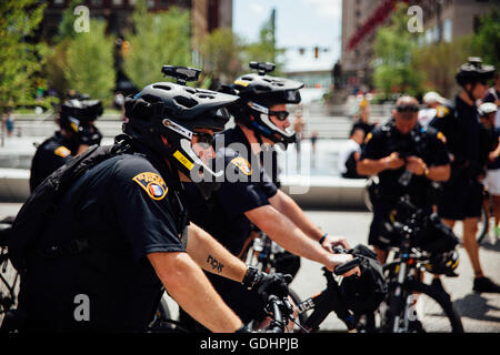 Cleveland, Ohio, USA. 16th July, 2016. Cleveland Police Officers are seen in Tower City - Public Square in downtown - Stock Photo