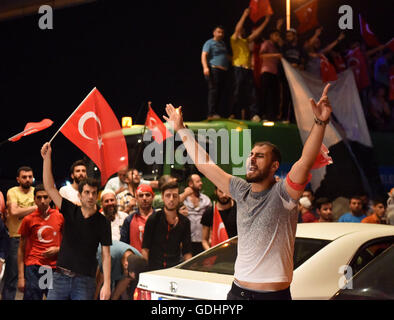 Istanbul, Turkey. 17th July, 2016. People participate in a rally in support of Turkish President Recep Tayyip Erdogan - Stock Photo
