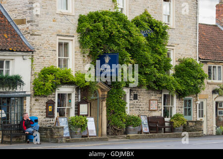 The Feathers Hotel, Helmsley, North Yorkshire - quaint, historic pub sitting in the centre of town, with an attractive - Stock Photo