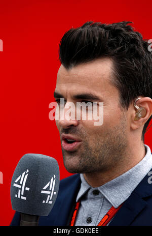 Steve Jones presents Channel 4's Formula One coverage from Silverstone during the British Grand Prix - Stock Photo