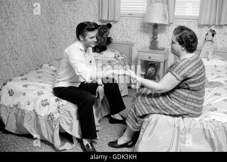 Elvis Presley and Gladys at home - Stock Photo
