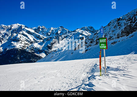 Open, sign on ski slope, pisted run, Les Contamines-Montjoie ski resort, Haute-Savoie, France - Stock Photo