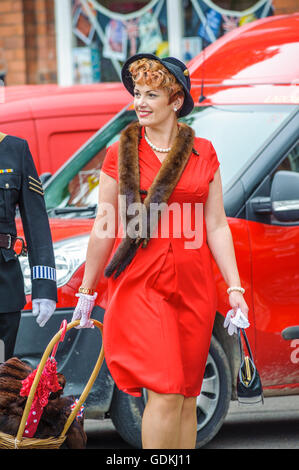 Woodhall Spa 1940s Festival - woman dressed in 1940s style with hat and fox fur - Stock Photo