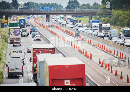 Chesire M6 Motorway    VECTOR from the family of SPECS average speed camera systems utilise state of the art video - Stock Photo