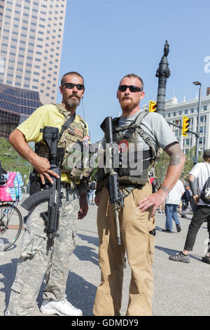 Cleveland, Ohio, USA. 19th July, 2016. Open carry members of Sons of Liberty hang out in Public Square preceding - Stock Photo