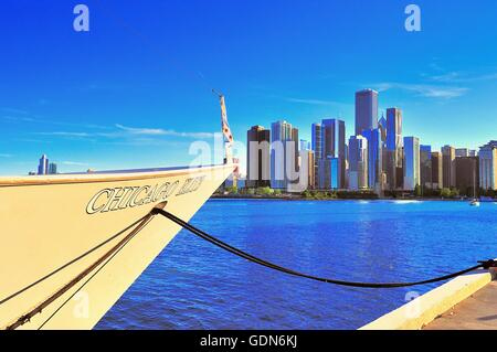 The bow of a cruise/dinner ship tied up at Chicago's Navy Pier points to a portion of the city skyline on a summer - Stock Photo