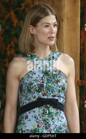 May 23, 2016 - Rosamund Pike at Chelsea Flower Show 2016 in London, UK. - Stock Photo