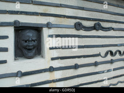 The wall surrounding koto-in temple in the daitoku-ji temple complex, Kansai region, Kyoto, Japan - Stock Photo