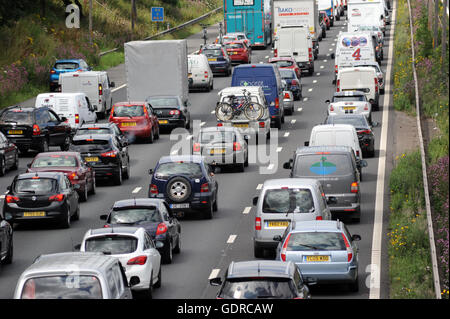 TRAFFIC QUEUES ON THE NORTHBOUND M6 MOTORWAY NEAR STAFFORD RE SMART MOTORWAYS CONGESTION ROAD HOLIDAY JAMS MOTORISTS - Stock Photo