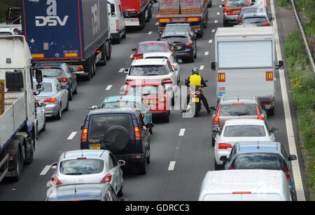 TRAFFIC QUEUES AND FILTERING MOTORCYCLIST ON THE NORTHBOUND M6 MOTORWAY NEAR STAFFORD RE MOTORBIKE MOTORWAYS CONGESTION - Stock Photo