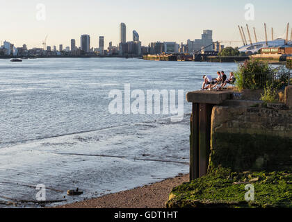 Greenwich, London, 20th July 2016. Londoners enjoy the warm Summer sunshine after weeks of miserable weather. Credit: - Stock Photo