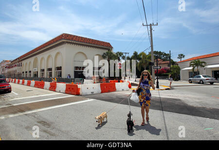 Florida, USA. 21st July, 2016. 042310 (Allen Eyestone/The Palm Beach Post) PALM BEACH, FL. Photo is at the Corner - Stock Photo