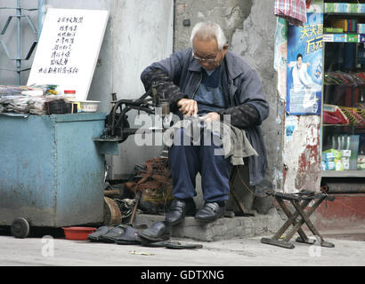 A cobbler in Shanghai - Stock Photo