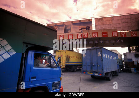 the border to hong kong the city of Shenzhen north of Hongkong in the province of Guangdong in china in east asia. - Stock Photo