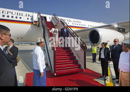 German Federal President, Joachim Gauck and Daniela Schadt arrive in Naypyidaw, Myanmar, India, 2014 - Stock Photo
