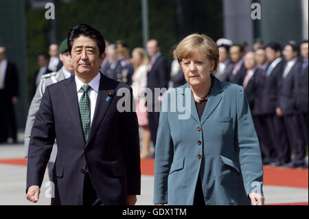 German Chancellor Angela Merkel and Japanese Prime Minister Shinzo Abe at the Chancellery in Berlin, Germany, 2014 - Stock Photo
