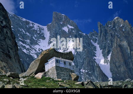 the couvercle refuge in summer chamonix mont blanc range stock photo 111857660 alamy. Black Bedroom Furniture Sets. Home Design Ideas