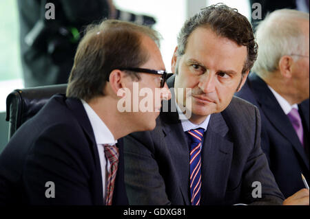 Alexander Dobrindt and Guenter Krings at the Cabinet meeting in Berlin, Germany, 2014 - Stock Photo