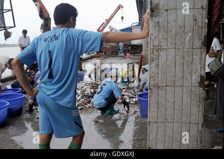 San Pya fish market in Yangon - Stock Photo