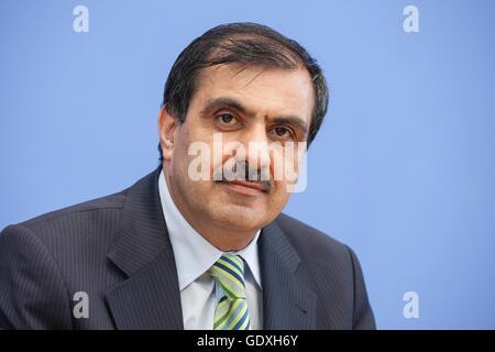Ali Kizilkaya at a press conference in Berlin, Germany, 2014 - Stock Photo