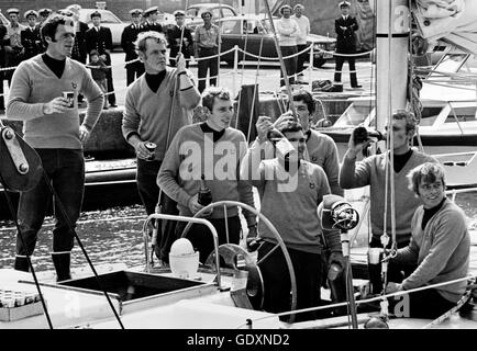 AJAX NEWS PHOTOS. 1974. PORTSMOUTH, ENGLAND. - WHITBREAD ROUND THE WORLD RACE - END - SOME OF THE PARATROOPER CREW - Stock Photo
