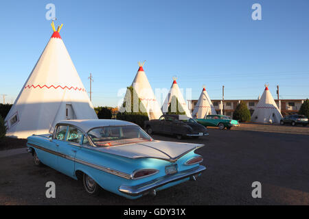 Classic Cars At Wigwam Motel On Route In Holbrook Arizona Usa