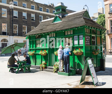 A traditional cabmen's shelter in Russell Square, Bloomsbury, London, England, UK - Stock Photo