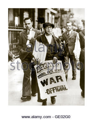 1939 news vendor for The London Dispatch newspaper holding poster announcing the start of war in Great Britain - Stock Photo