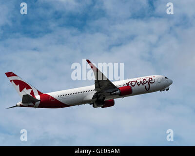 Air Canada rouge Boeing 767-300ER C-GHLU - Stock Photo
