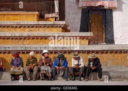 geography / travel, Tibet, Pilgrims sitting in front of the Jokhang temple, Lhassa, Additional-Rights-Clearance - Stock Photo