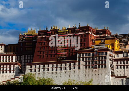 geography / travel, China, Tibet, Lhasa, Potala Palace, exterior view, Additional-Rights-Clearance-Info-Not-Available - Stock Photo