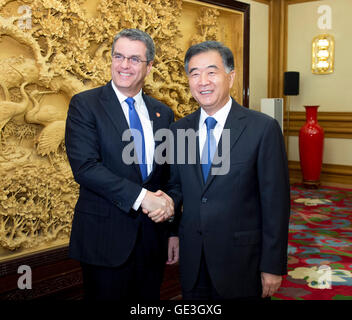 Beijing, China. 22nd July, 2016. Chinese Vice Premier Wang Yang (R) meets with World Trade Organization (WTO) Director - Stock Photo