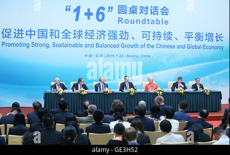 Beijing, China. 22nd July, 2016. Chinese Premier Li Keqiang and other six chiefs of international financial institutions - Stock Photo