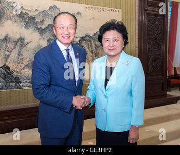 Beijing, China. 22nd July, 2016. Chinese Vice Premier Liu Yandong (R) meets with World Bank Group President Jim - Stock Photo