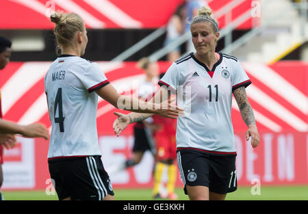 Paderborn, Germany. 22nd July, 2016. Germany's Anja Mittag (r) celebrating her goal with Leonie Maier (l) during - Stock Photo